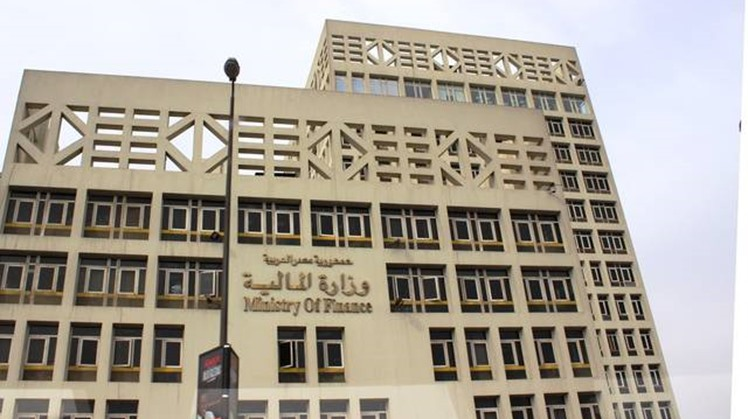 Egypt is expected to achieve a budget deficit of 7.2 percent in the current fiscal year, compared to around 13 percent 3 years ago, Finance Minister Mohamed Ma'it said during his speech at Euromoney conference.