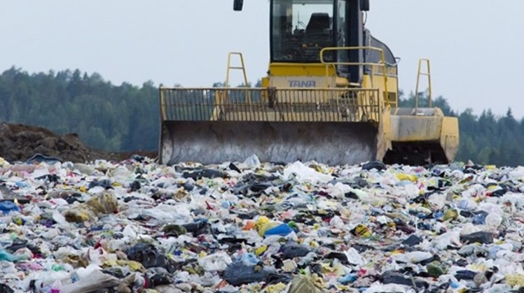 A new electronic system for monitoring waste has been implemented in seven cities through the waste management system of the ministry. Environment Minister Yassmin Fouad stated on Monday at the Environment Conference.