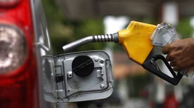 International Monetary Fund expert (IMF) Subir Lall hailed on Friday a decision by the Egyptian fuel automatic pricing committee to reduce fuel products by 25 piasters.