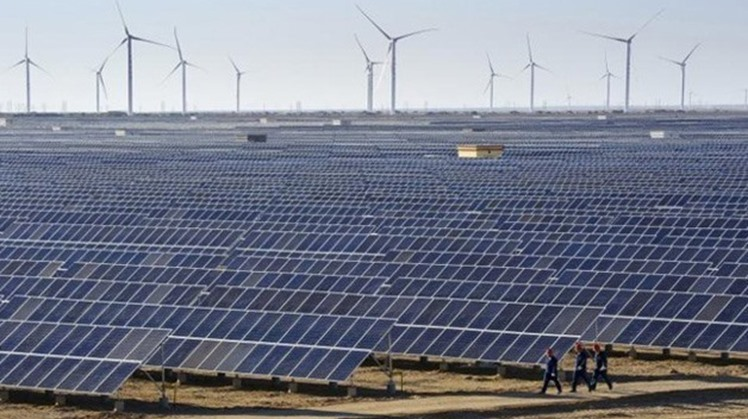 Egypt's cabinet's Information Centre asserted on Monday Egypt's breakthrough in renewable energy fields, achieving leading positions in relevant international indices.