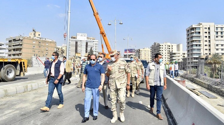 Egypt's President Abdel Fattah El Sisi on Wednesday has inspected construction work in some road and bridge projects in eastern Cairo