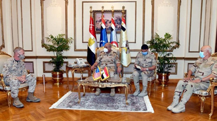 Egyptian and US military officials have discussed increasing military cooperation during meetings in Cairo, a statement by the Egyptian Armed Forces said on Wednesday.