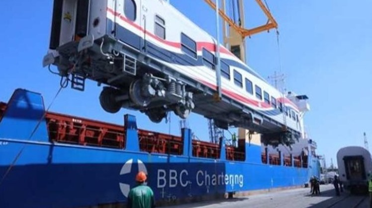 Egyptian transport minister Kamel el Wazir went Saturday to Alexandria to celebrate the arrival of the fifth batch which consists of  30 train engines supplied by General Electric and transported by sea.