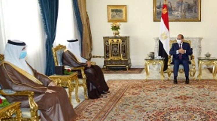 Egypt's President Abdel Fattah El Sisi received on Saturday Bahraini Foreign Minister Abdul Latif al Zayani, discussing the bilateral relations and issues of mutual concern, according a statement from the Bahraini Foreign Ministry.