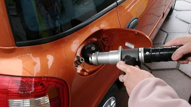 Egypt aims to convert 400,000 vehicles to operate on natural gas within three years