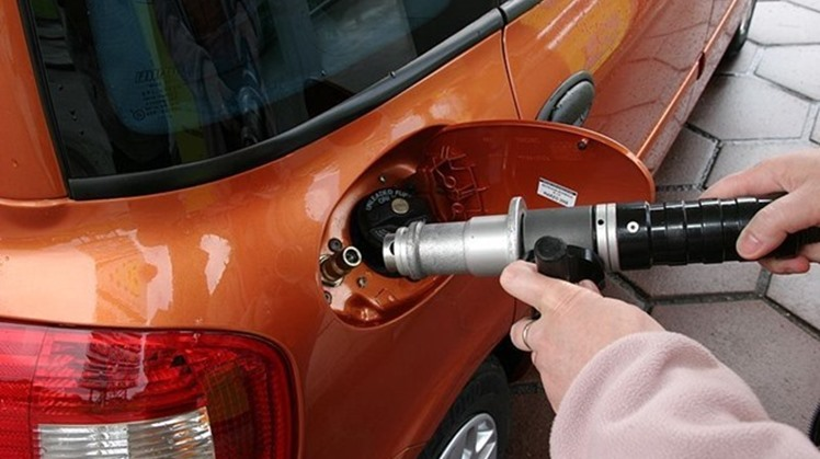Egypt's Minister of Industry and Trade Nevine Gamea stated Wednesday that more than 45,000 fuel-powered vehicles were transformed into gas-powered vehicles in 2020.