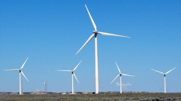 The Egyptian Atlas prepared by the New and Renewable Energy Authority indicates that desert areas extending over 7,673 kilometers are suitable for the establishment of wind farms