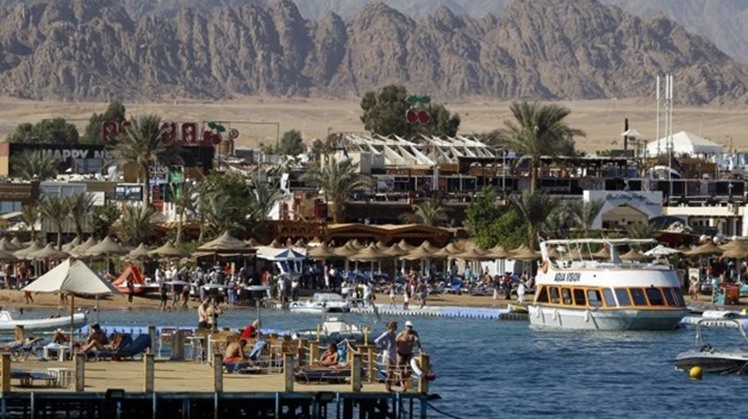 Egypt's Minister of Health and Population Hala Zayed announced on Thursday concluding the vaccination of 100% of tourism workers in the Red Sea and South Sinai.