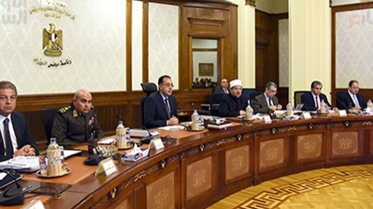 Egypt's PM inspects main axes upgrading schemes in Giza Governorate