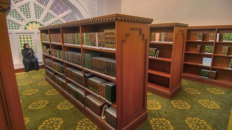Egypt's Ministry of Endowment (Awqaf) ordered removing all books that could incite violence or any book or booklet, posters affiliated to the banned Muslim Brotherhood's ideology from all mosques nationwide within only two weeks.