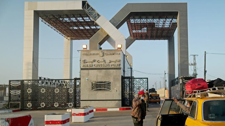 Rafah crossing remains open to receive humanitarian cases, deliver aid