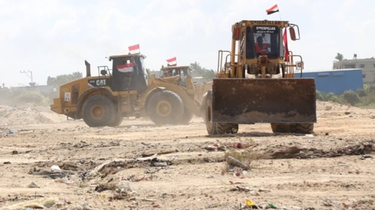Egypt begins renovation of main street in Gaza Strip within reconstruction