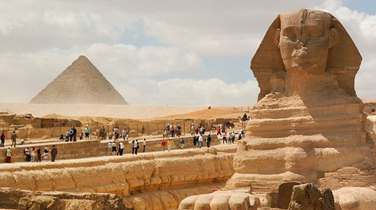 The International Monetary Fund (IMF) mission, headed by Subir Lall, described Egypt's structural program in the tourism sector as a good model from which other countries could benefit.