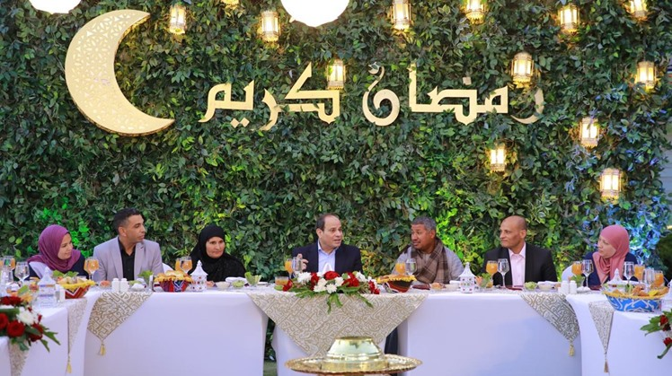 Egypt's President Abdel-Fattah El-Sisi received on Sunday a number of Egyptian citizens for an Iftar gathering at his private residence in Cairo, his office stated in a statement.