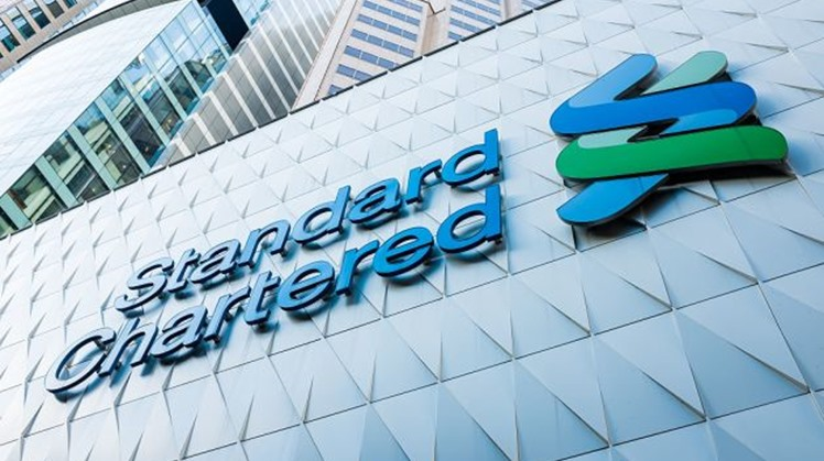 Britain's Standard Chartered Bank stated that Egypt is on the right track to achieve comprehensive financial and economic reforms, and spending-led growth estimated at 5 percent of GDP.