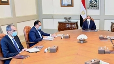 Egypt's Finance Minister Mohamed Ma'eet said Tuesday that the Egyptian government gives priority to implementing integrated structural reforms to attract more investments to the country.